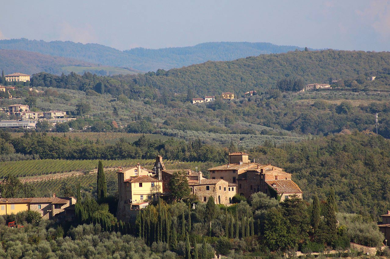 Easy bike trail in Tuscany: the ring of Barberino, discovering the castle of Tignano