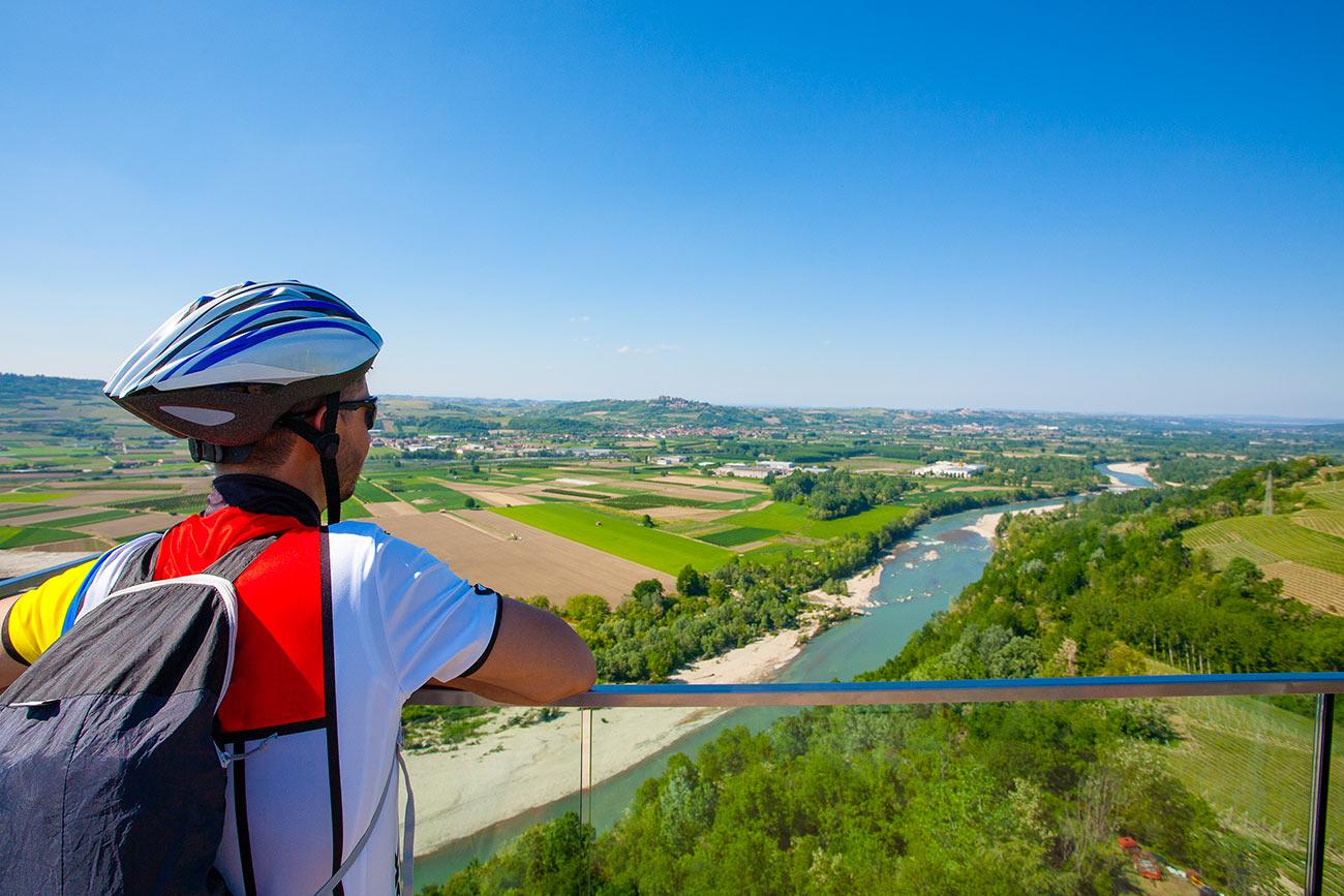 Le Langhe in bici: Alba, Monforte e Serralunga, tra castelli e vigneti