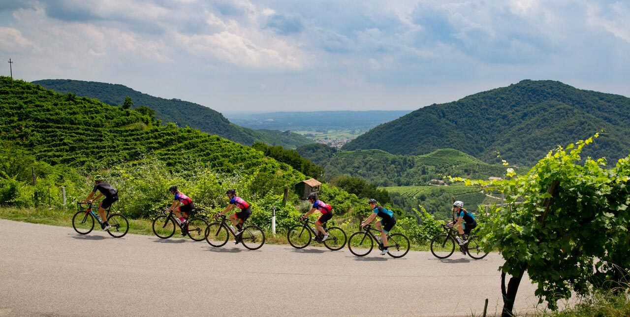 Discover the Prosecco Road in Veneto with Bike Tour