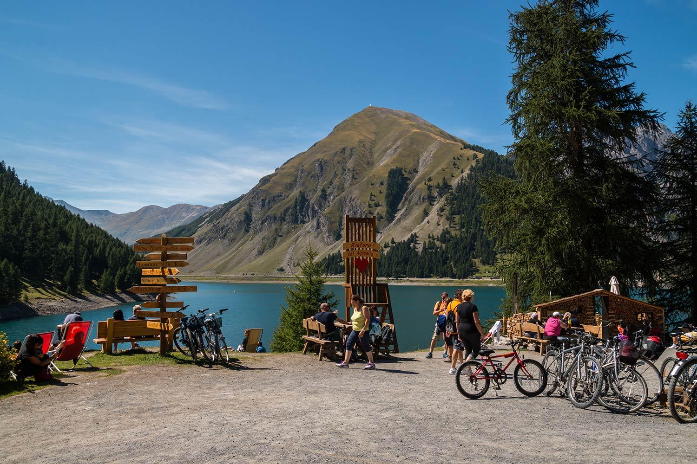 Scoprire la Valtellina in bici, la guida ai percorsi più emozionanti