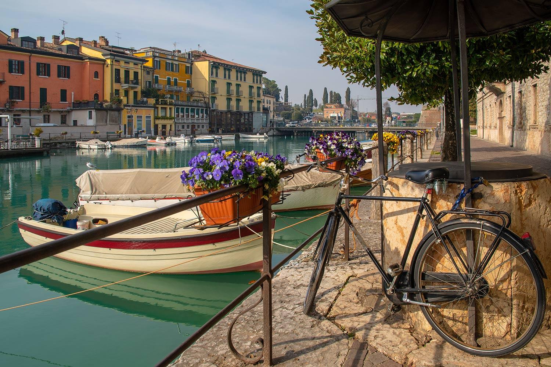 Peschiera del Garda veduta con bici
